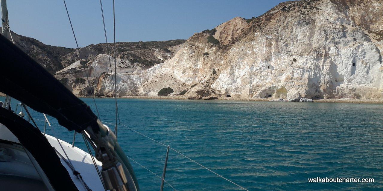 Charter Cicladi con barca vela Milos