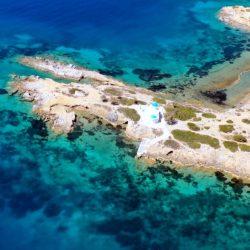 barca a vela bellissima baia Amorgos