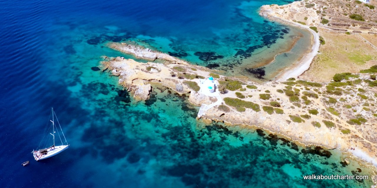 katapola Amorgos con la barca a vela