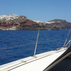Isola di Santorini in barca vela